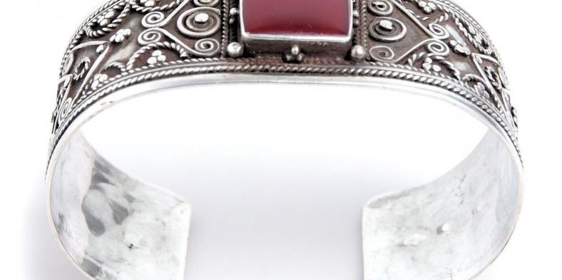 Descopera frumusetea bijuteriilor etnice