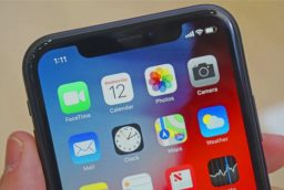 Cand poate ajunge iPhone XR in service?