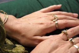 Cateva motive pentru a purta bijuterii din aur