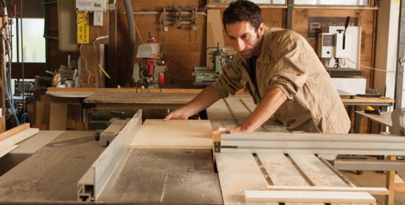 Cu ce unelte se poate prelucra lemnul?